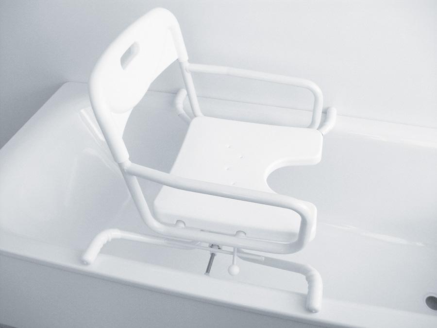 Sedia girevole per vasca for Accessori bagno disabili