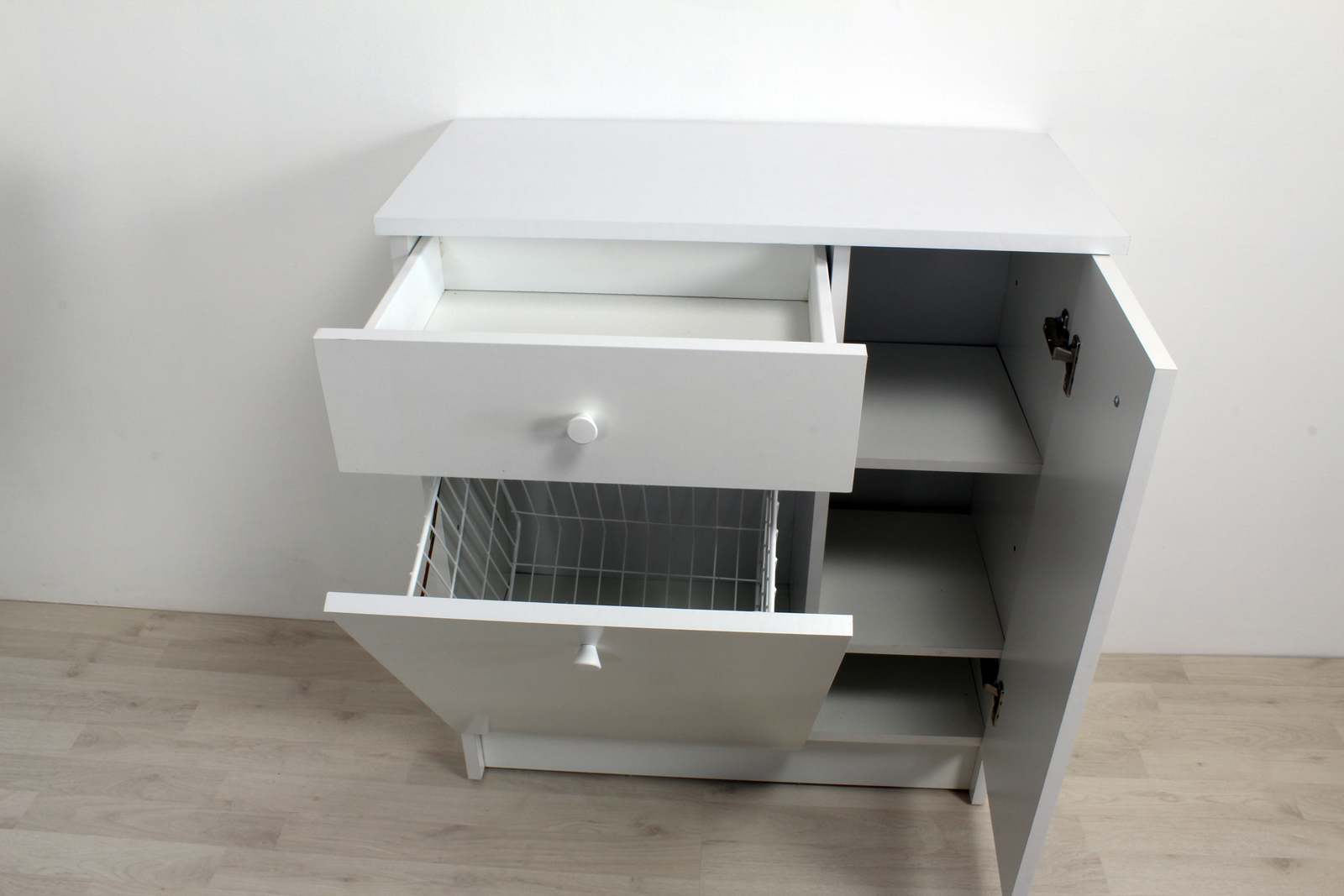 Mobile con ripiani e cesto porta biancheria floreale - Biancheria bagno ...